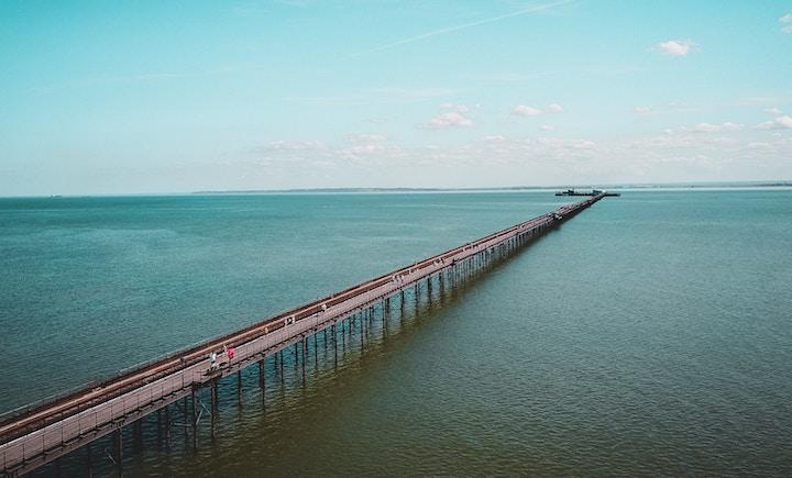 Bridge signifying extension of Azure AD to Google Cloud Platform